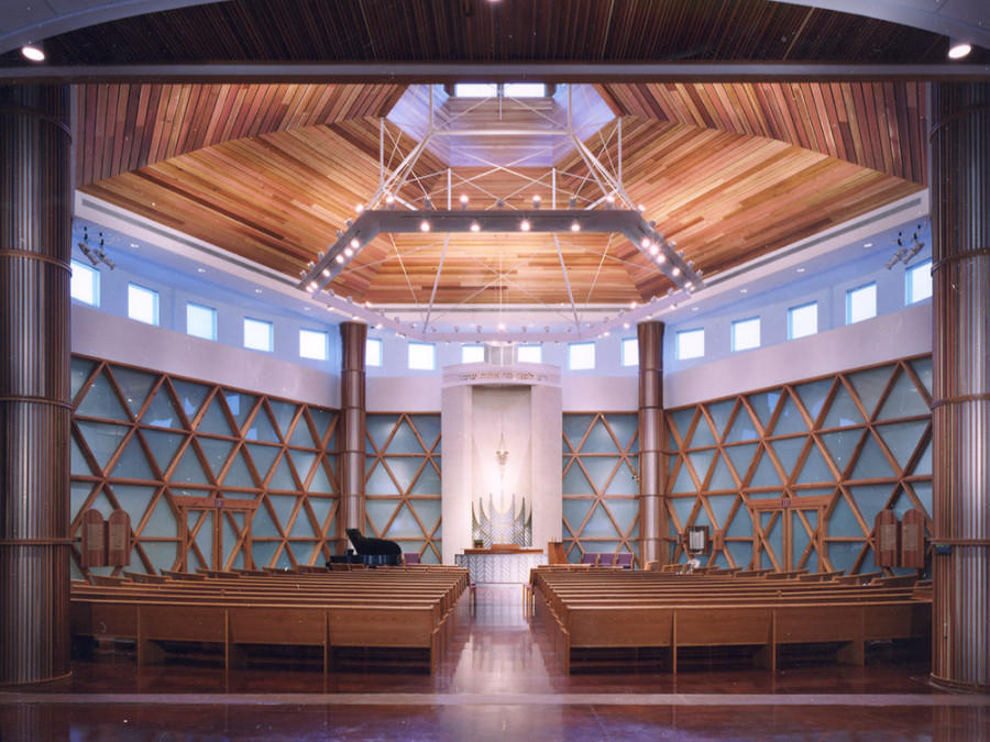 Sanctuary of Bet Shalom synagogue, designed by Bentz/Thompson/Rietow with a building committee that included those with disabilities.