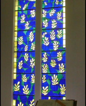 Matisse windows in the Chapelle du Rosaire de Vence. Photo: Flickr/Monica Arellano-Ongpin Creative Commons License, CC BY 2.0.