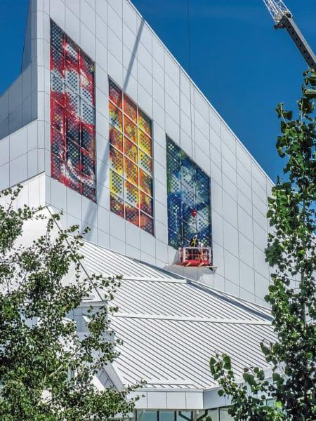 Installation of 'Lux Gloria' solar windows